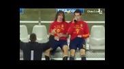 Пуйол и Фабрегас пият бира след мача