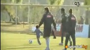 Робиньо и сина му разцъкват на тренировка