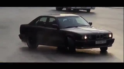 Луд чичка с Bmw M5 E34 3.8 по улиците ! www.streetcustomsbg.at.ua