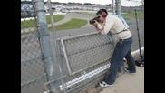 Не е лесно да си фотограф на Nascar състезание