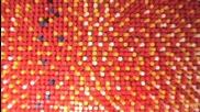Рисуване на картина с 15 000 цветни кабърчета