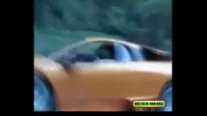 Toyota Supra twin turbo се гаври с 12 цилиндрово Lamborghini Murcielago!