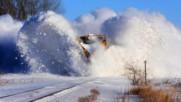 С влак през снежните преспи