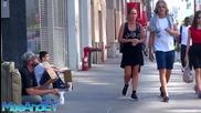 Бездомник и бездомно дете, как реагират минувачите ( Социален експеримент)