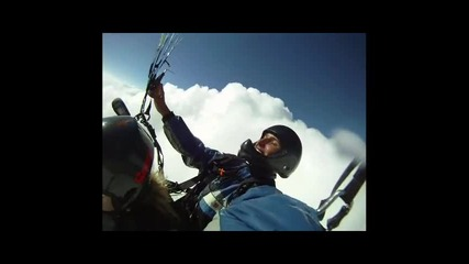 Скок с парашут от парапланер на Сопот