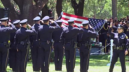 USA: Fellow officers pay last respects as Dallas shooting victim buried in Plano, Texas