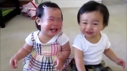Бебета обожават да ги пръскат