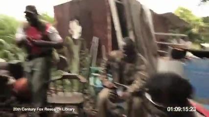 Луда маймуна стреля с калашник!