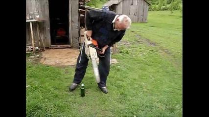 Лудак отваря бира със резачка