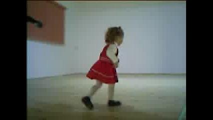 Хлапе Пее На Сцена