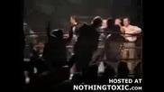 Майка На Боксьор Излиза На Ринга Докато Пребиват Сина Й