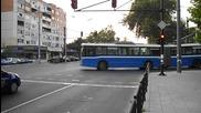 Автобус Setra се изнизва на Червено, и после минава Тролей Volvo - Бургас