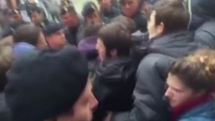 Italy: Students scuffle with police during demo against Bologna Uni. professor