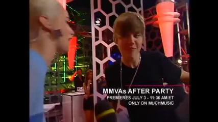 Justin Bieber getting a kiss