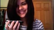 Selena se obajda na fenove