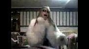 Katie Танцува  Със Приятелките си