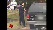 Черна котка се закача с полицай в Сащ !
