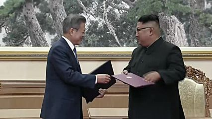 North Korea: Kim and Moon sign joint agreement in Pyongyang