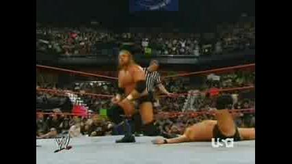 WWE - HНН порязва William Regal с остър предмет по челото!!!