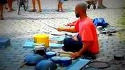 Изключителен уличен барабанист