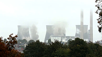 UK: Ferrybridge cooling towers go down in style in controlled explosion