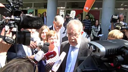 Austria: Green Party's Van der Bellen casts ballot in presidential runoff