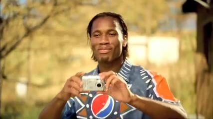 Доргба се Бъзика с Кака в реклама на Пепси (hq) : ) )