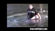 Скок в заледено езеро / Тоя е пълен идиот/
