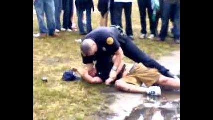 Нечовешко Отношение На Полицията В Америка