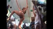 Голи и смешни - Голямото чекнене в трамвая