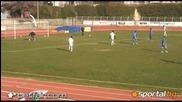 Фен на Левски нахлува и вкарва гол в Гърция