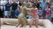 Женски бой в кал 2 срещу 1