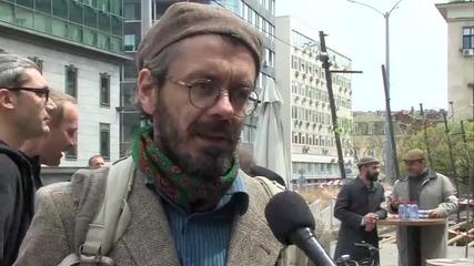 Десетки дефилираха с ретро велосипеди и облекло от туид в София