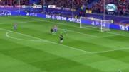 Ето какво е футболен вратар да защити трикратно вратата си от гол!
