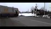 Машинист спира пътнически влак в екстрена ситуация! Всичко е решено за секунди!
