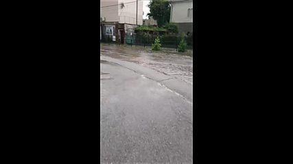 Автогарата на Перник е наводнена след градушката