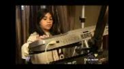 11 годишно дете свири на синтезатор !!!