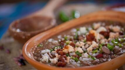 Мексиканска супа с боб   Мексиканска фиеста с Питър Курувита   24Kitchen Bulgaria