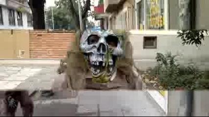Плашило на улиците в Бургас Смях