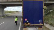 Турски шофьор на ТИР засне как служител на ДАИ взима подкуп