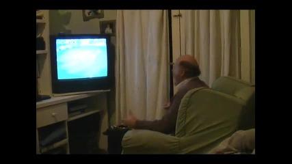 Този не се ядосва докато гледа футбол.