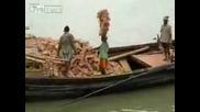 Ето как се носят тухли в Индия