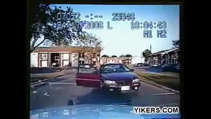 Негър Пребива Полицай