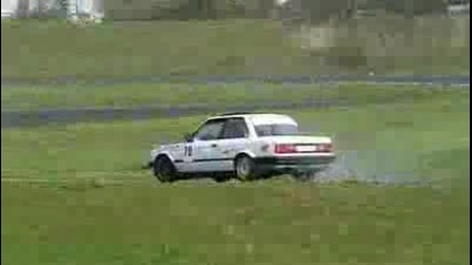 Mercedes 190 2.5t , Bmw E30 V8 amp; 3.0 drifting