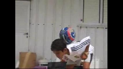 *невероятно* 10 Годишен Роналдиньо