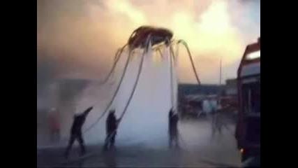 12 Пожарникарски Маркуча Повдигат Един Фиат