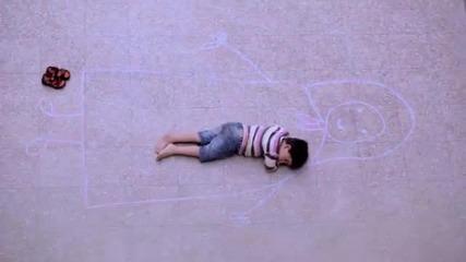 Рисунка на дете трогва до сълзи Видео клипове_(360p)