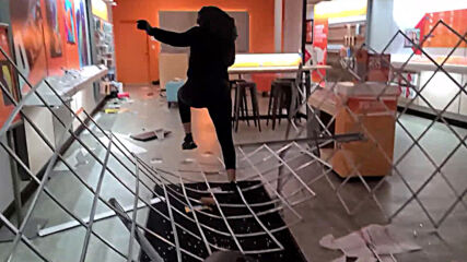 USA: Brooklyn Center shops looted amid chaotic unrest following fatal police shooting