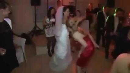 Тази жена изби рибата с танца си