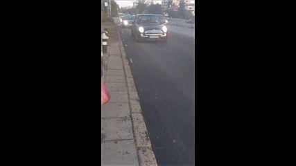 Абсурдно асфалтиран път